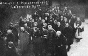 Lithuanian government dignitaries attend Archbishop Matulaitis' funeral procession: Lithuanian President Antanas Smetona, Prime Minister Augustinas Voldemaras, and former President Aleksandras Stulginskis.