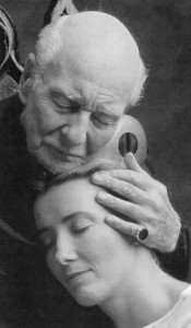 Sir John Gielgud (with Emma Thompson) in the role of King Lear.