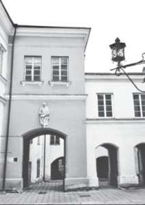 Daukantas Courtyard, with the statue of the famous historian above the passageway.