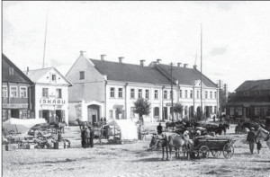 Market day in Kėdainiai between the two world wars.