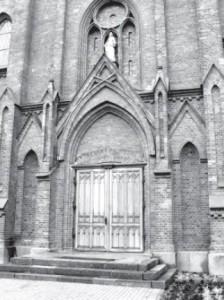 The entrance to Žeimiai's church.