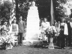 Unveiling of the monument to Dr. Šliūpas at the Lithuanian National Cemetery in Justice, Illinois, with second wife Grasilda and son Vytautas attending, summer 1948
