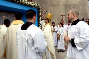 Bishop Alberto Rojas blesses the Holy Doors.