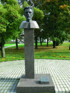 A monument to V. Kudirka in Šakiai, the town where he worked as a physician.