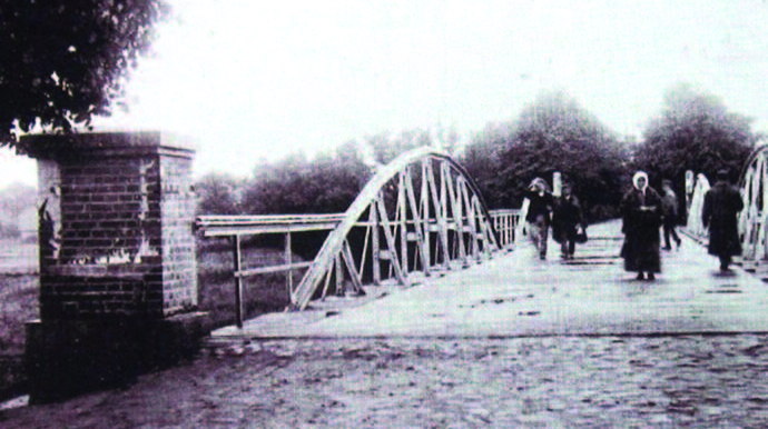 Bridge linking Naumiestis with the town of Širvinta (not rebuilt after WWII) across the border in Prussia.