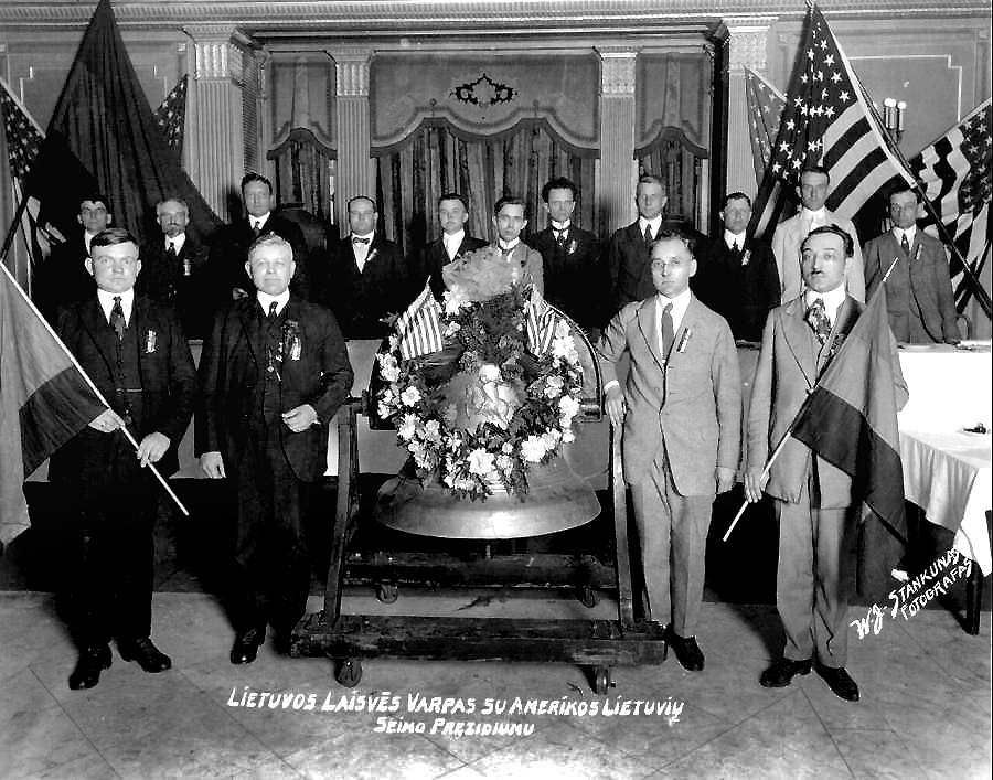 Presentation of the Liberty Bell by American Lithuanian Congress officials.
