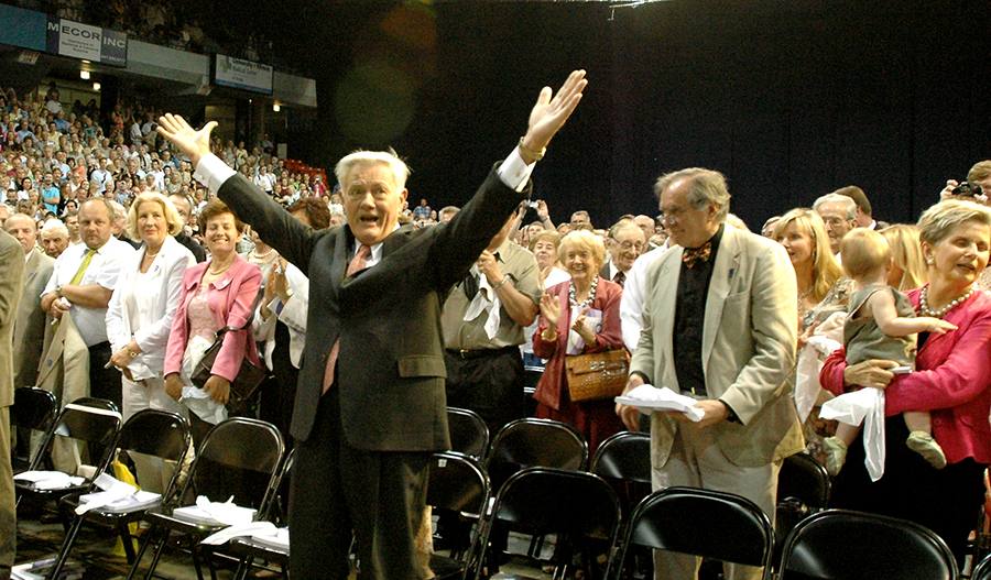 President Valdas Adamkus greets the Eighth Lithuanian Song Festival in Chicago, 2006.
