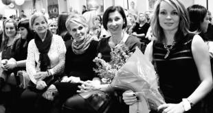 """Prisiminta ir pagerbta tradicinio renginio """"Madų paradas"""" organizatorė Lina Smilgienė (d.). Janinos Sučylienės nuotraukos"""