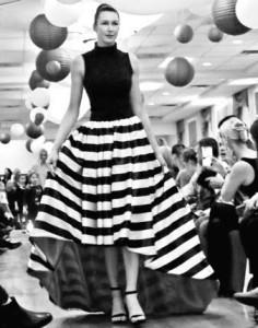 Madų paradą jaunatviškumu ir elegancija kasmet puošia modelis Agnė Cvirkaitė ir jos demonstruojama apranga (dizainerės M. Kunevičienės sijonas).