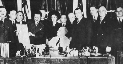 Delegates from the Council to Aid Lithuania headed by Leonardas Šimutis, Editor-in-Chief of Draugas, visiting President Franklin D. Roosevelt on October 15, 1940 and receiving his assurances that the United States would not recognize the Soviet occupation of Lithuania. Leonardas Šimutis, standing to the right of the President.