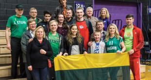 Lietuviška palaikymo komanda Portlando universitete iškart po varžybų su Domantu Saboniu.