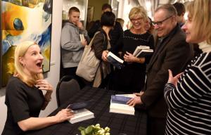 Rūta Šepetys bendrauja su skaitytojais.