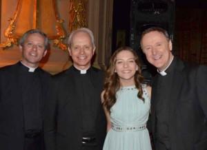 """Agnei G. teko dainuoti grupės iš Airijos """"The Priests"""" koncerte."""