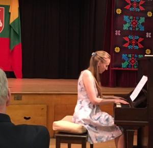 Pianistė Nijolė Abarytė.