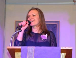 Renginio organizatorė Kristina Jurkutė sveikina dalyvius.