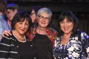 Dr. Sara Gillman Pijamm, Nancy Wright Beasley ir Saros sesuo dr. Liuba Ceillman Grossman.