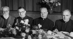 prof. Mykolas Biržiška, klebonas kun. J. Kučingis, kun. kanauninkas A. Steponaitis ir kun. kanauninkas A. Steponis.