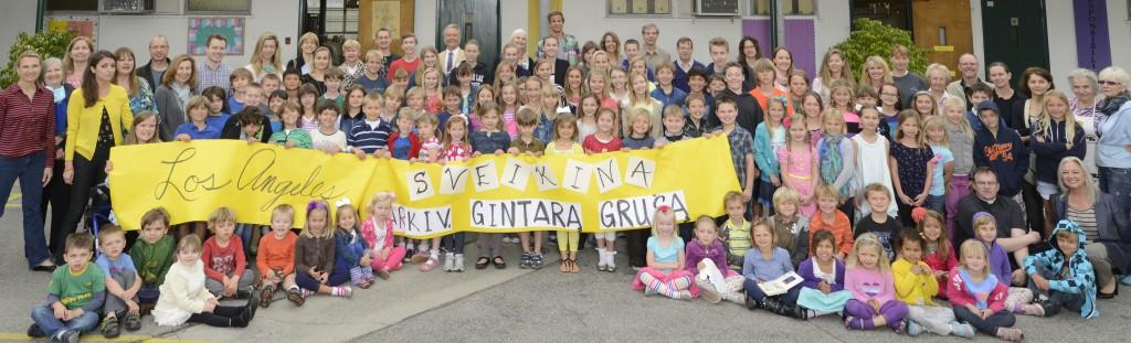 Šv. Kazimiero lituanistinė mokykla sveikina mokyklos abiturientą arkivyskupą Gintarą Grušą, 2013 m.