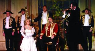Kunigaikštienė ir kunigaikštis klausosi Paganini smuikavimo. Nida Grigalavičiūtė, Benjaminas Želvys ir Raimondas Baranauskas. (Jono Kuprio nuotr.)