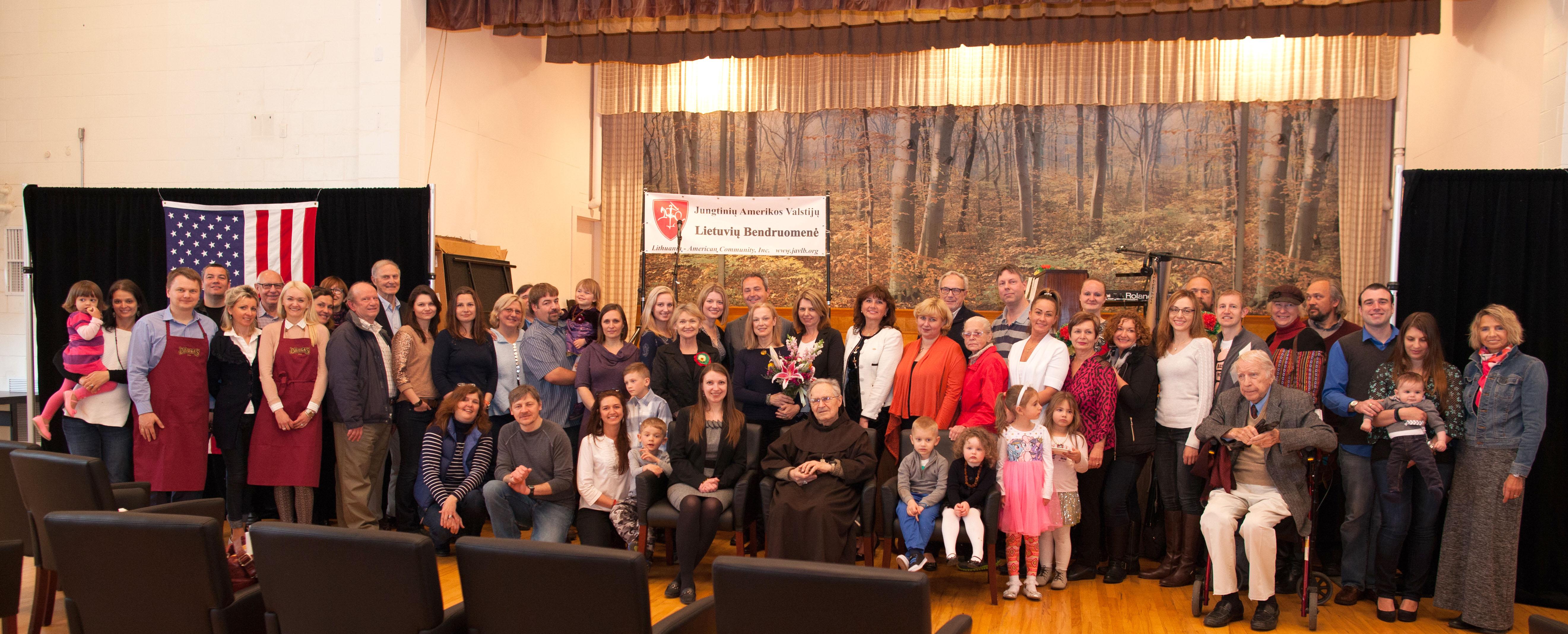 """Į naujos JAV LB apylinkės """"Atlantas"""" steigimo šventę gausiai susirinko lietuviai ir garbės svečiai iš Maine ir aplinkinių valstijų."""