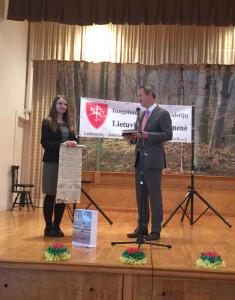 Lietuvos generalinis konsulas New Yorke Julius Pranevičius ir apylinkės pirmininkė Vaida Lowell.