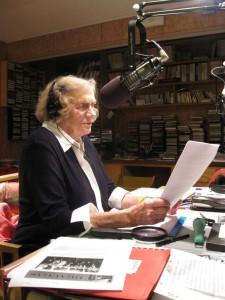 """Pasiruošimas paskutinei ,,Tėvynės garsų"""" radijo laidai WJCU stotyje 2010 m. gegužės 9 d."""