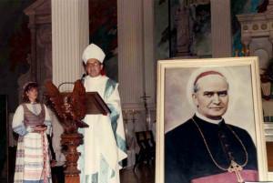 Lektorė Renata Nelsaitė ir J. E. vysk. Paulius Baltakis.