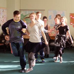 Varpelio šokėjai.