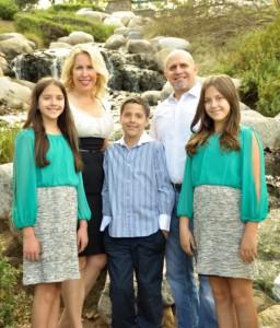 Su vyru Carlos ir vaikais – dvynukėmis Katarina (k.) ir Isabella 12 m. bei sūnumi Tomu 10 m.