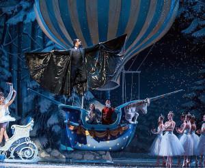 """Oro balionas sukonstruotas specialiai Kansas City baletui """"Nutcraker""""."""