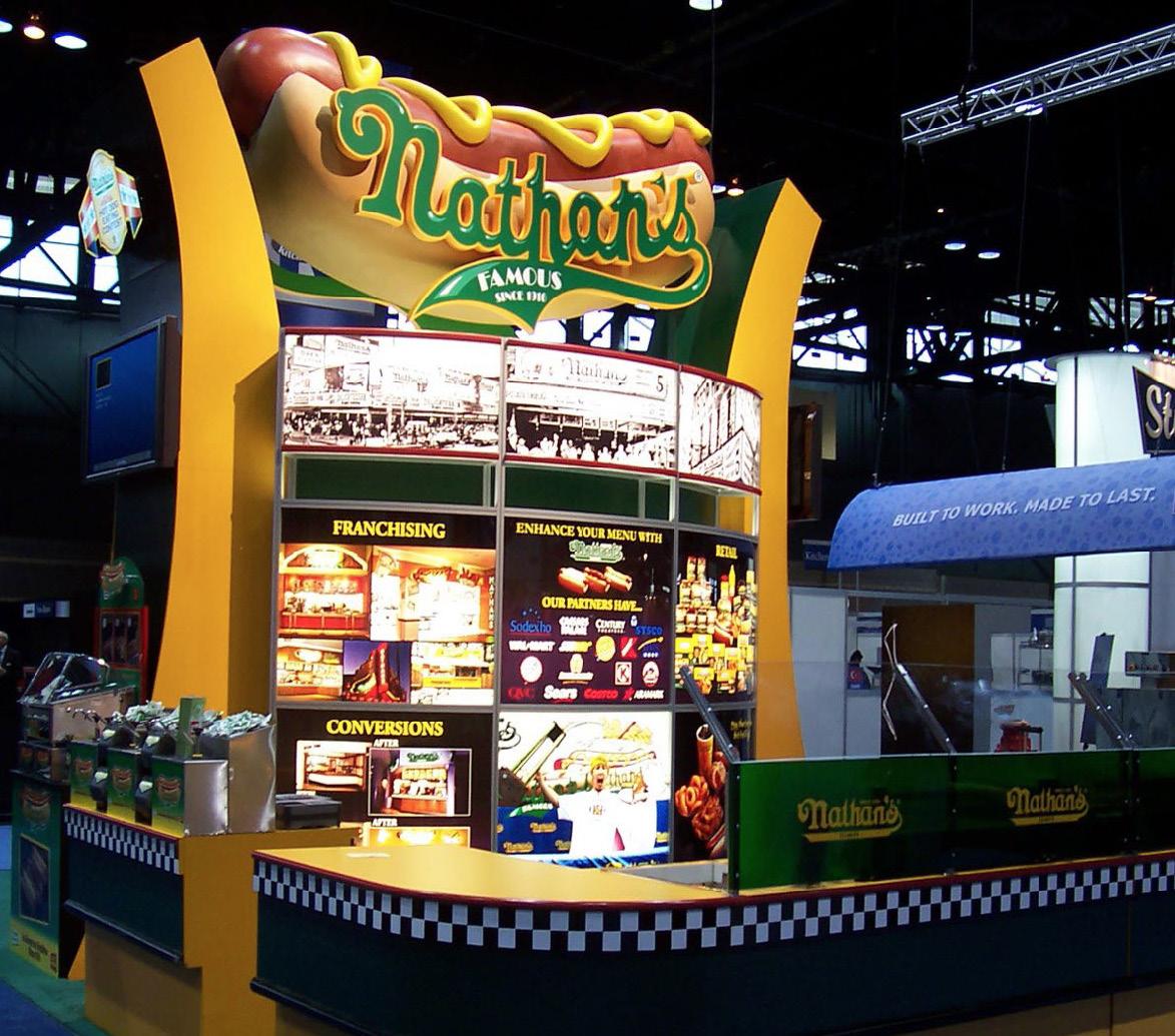 Nathan's Famous Hot Dogs sukurtas restoranų asociacijos parodai McCormick Place.