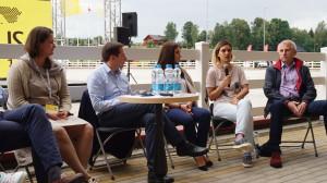 Diskusijose dalyvavo ir buvęs Lietuvos ambasadorius JAV V. Ušackas (d.).
