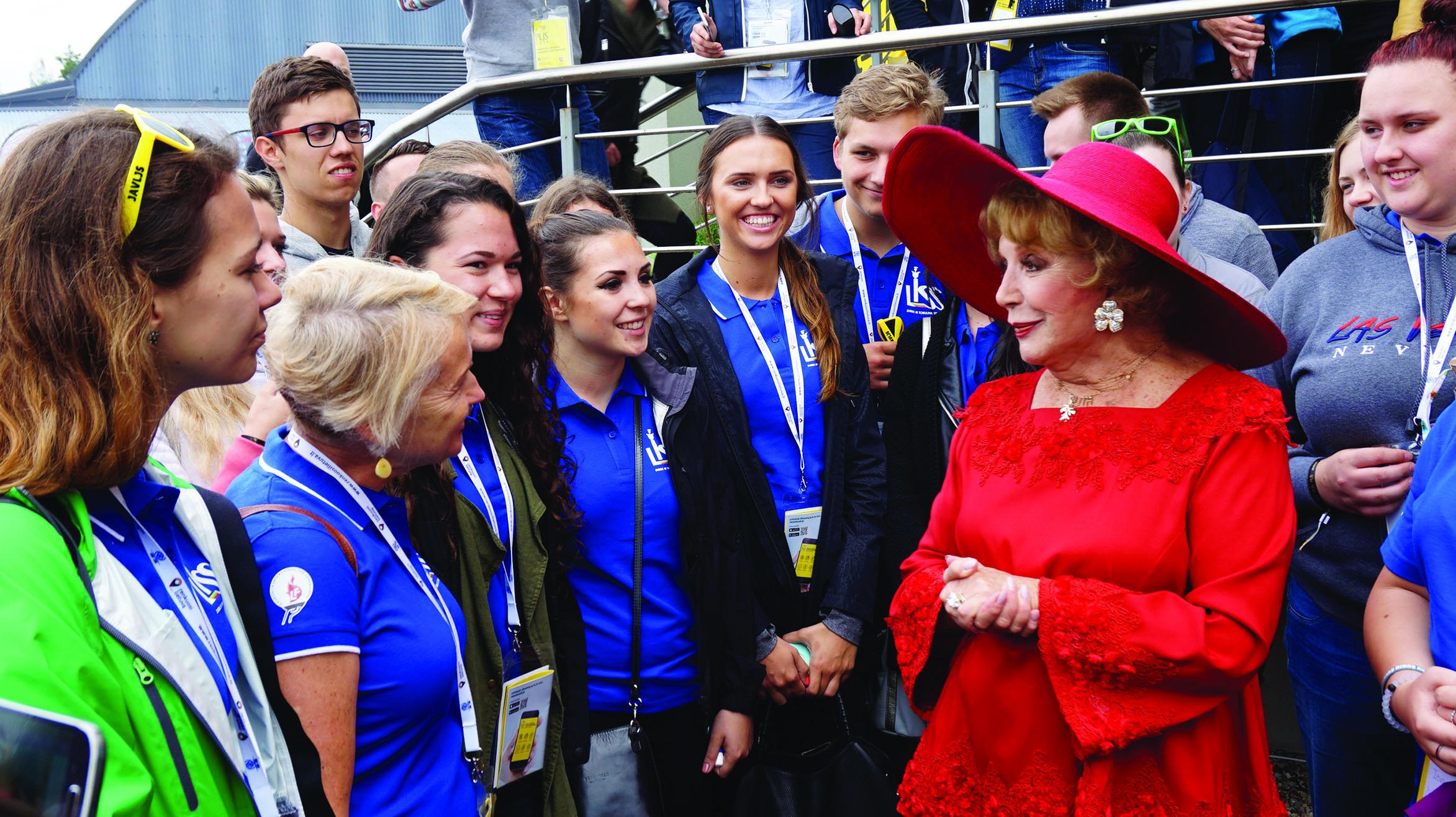 R. Lee pabendravo ir su į festivalį atvykusiais Amerikos lietuviais.
