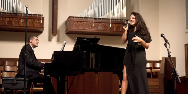 "Akimirka iš konkurso ""American Traditions National Voice""."