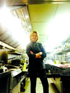 "Savo dabartinėje virtuvėje ""Stripers"" restorane, Kennebunkport, Maine."