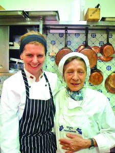 """Su močiute Nulvia """"Il Falconiere"""" virtuvėje."""