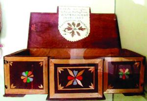 M. Stankūnienės dovanota jos mamosdėžutė, pagaminta Sibire.