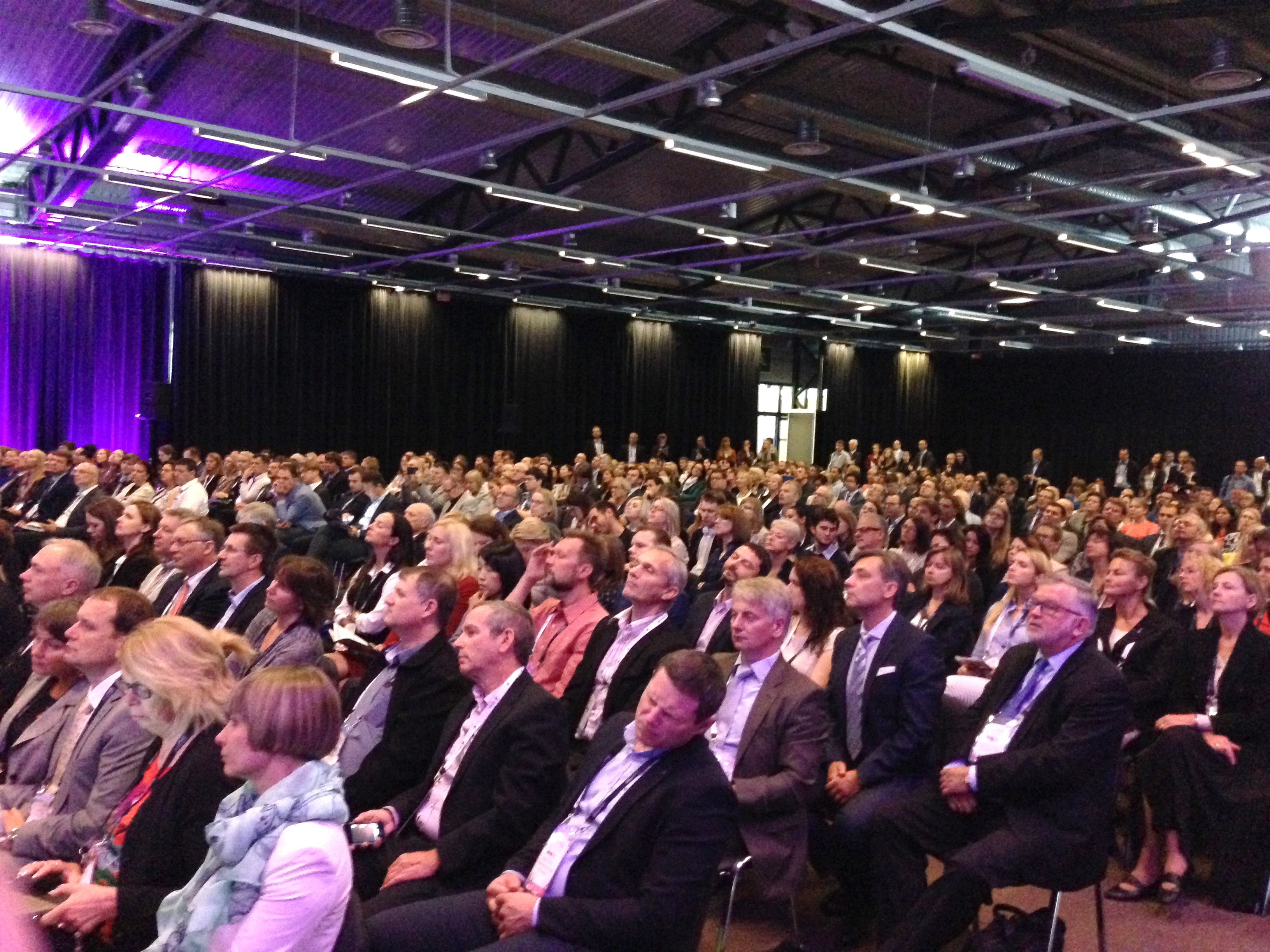 Dan Shechtman pranešimo klausėsi apie 1 000 forumo dalyvių.