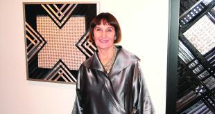 Liucija Jūratė Kryževičienė prie savo darbų.
