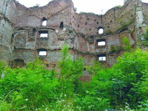 Kunigaikščių Ostrogiškių pilies griuvėsiai.