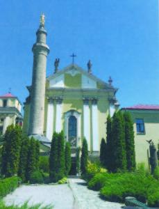 Katalikų Šv. Petro ir Povilo katedra ir musulmonų minaretas skersai Podolės Kamenece.