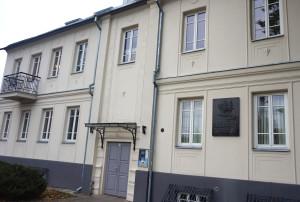 Pro šias duris Petrauskams iš Kauno geto buvo atnešta pusantrų metų Siuzi-Danutė.