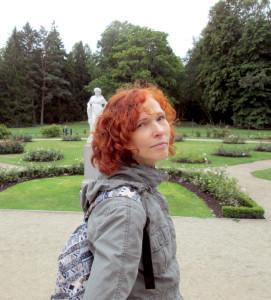 Jurgita Matulienė prie Tiškevičių rūmų Palangoje.