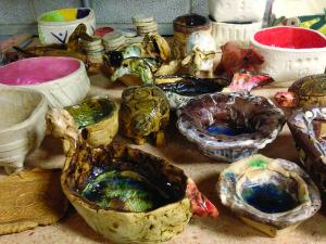 Mokinių keramikos darbai.