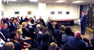 Į Lietuvos generalinio konsulato New Yorke veiklos 90-mečio minėjimą susirinkusius svečius sveikino dabartinis Lietuvos generalinis konsulas New Yorke Julius Pranevičius.