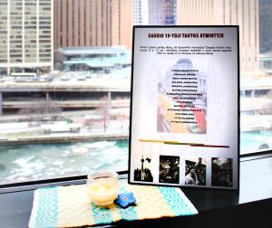 Atminimo žvakutė generalinio konsulo Čikagoje kabinete.