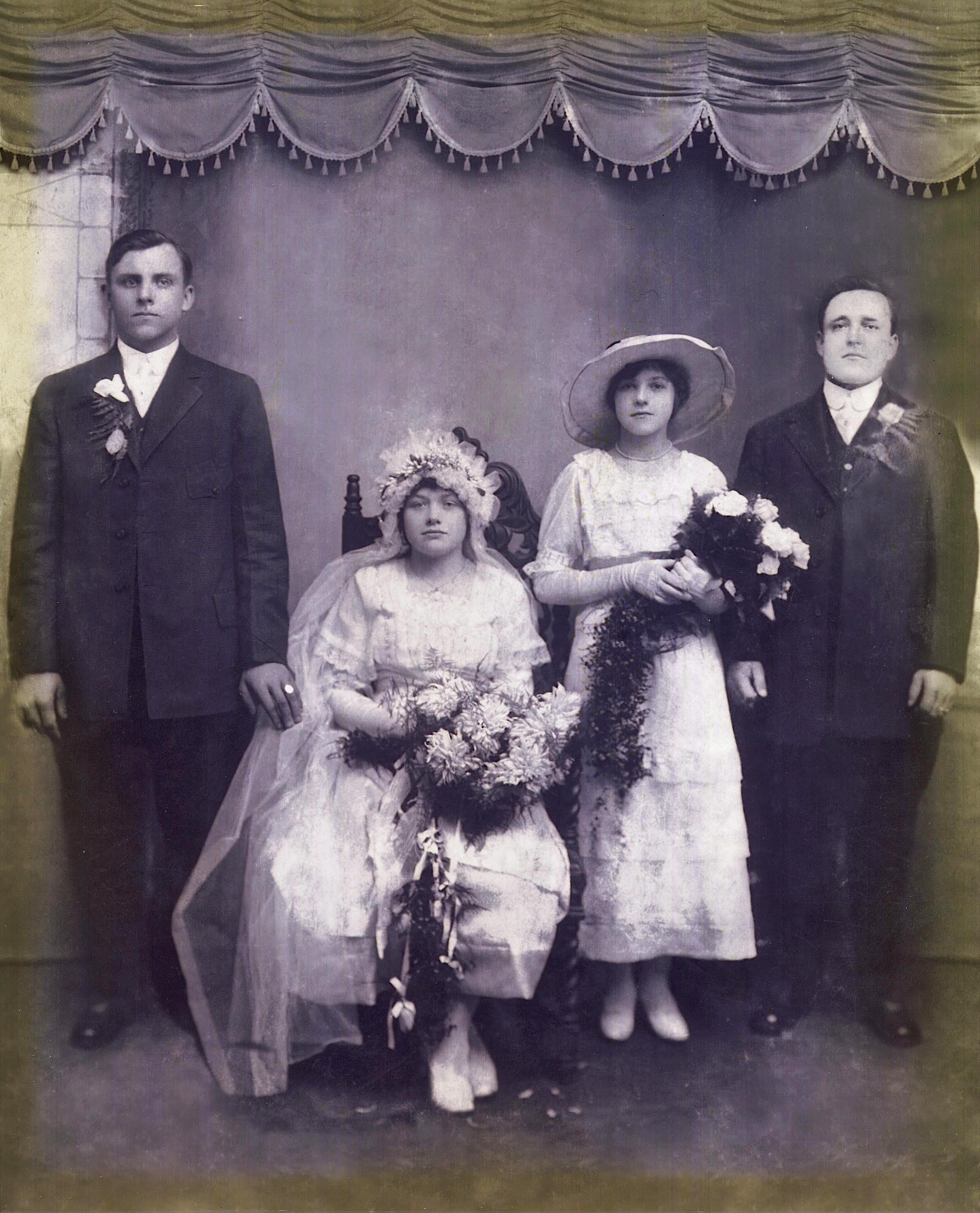 Elenos mamos ir tėčio vestuvinė nuotrauka, 1917 m.