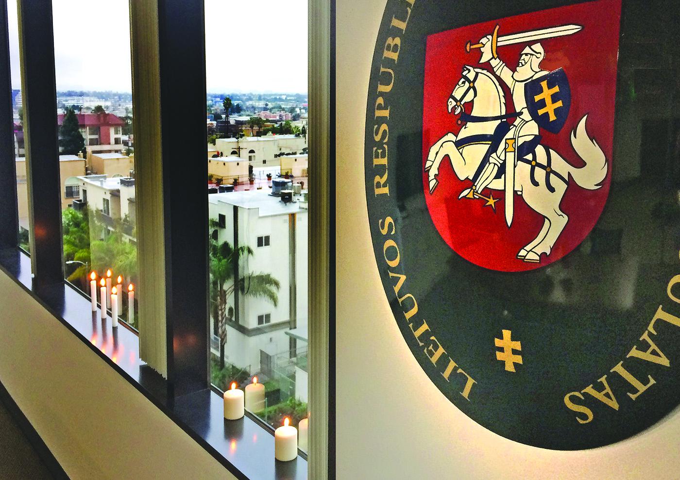 Atminimo žvakutė LR generalinio konsulo Los Angeles kabinete. (LR konsulato nuotr.)