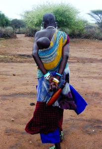 Taip nešiojami Tanzanijos mažyliai.