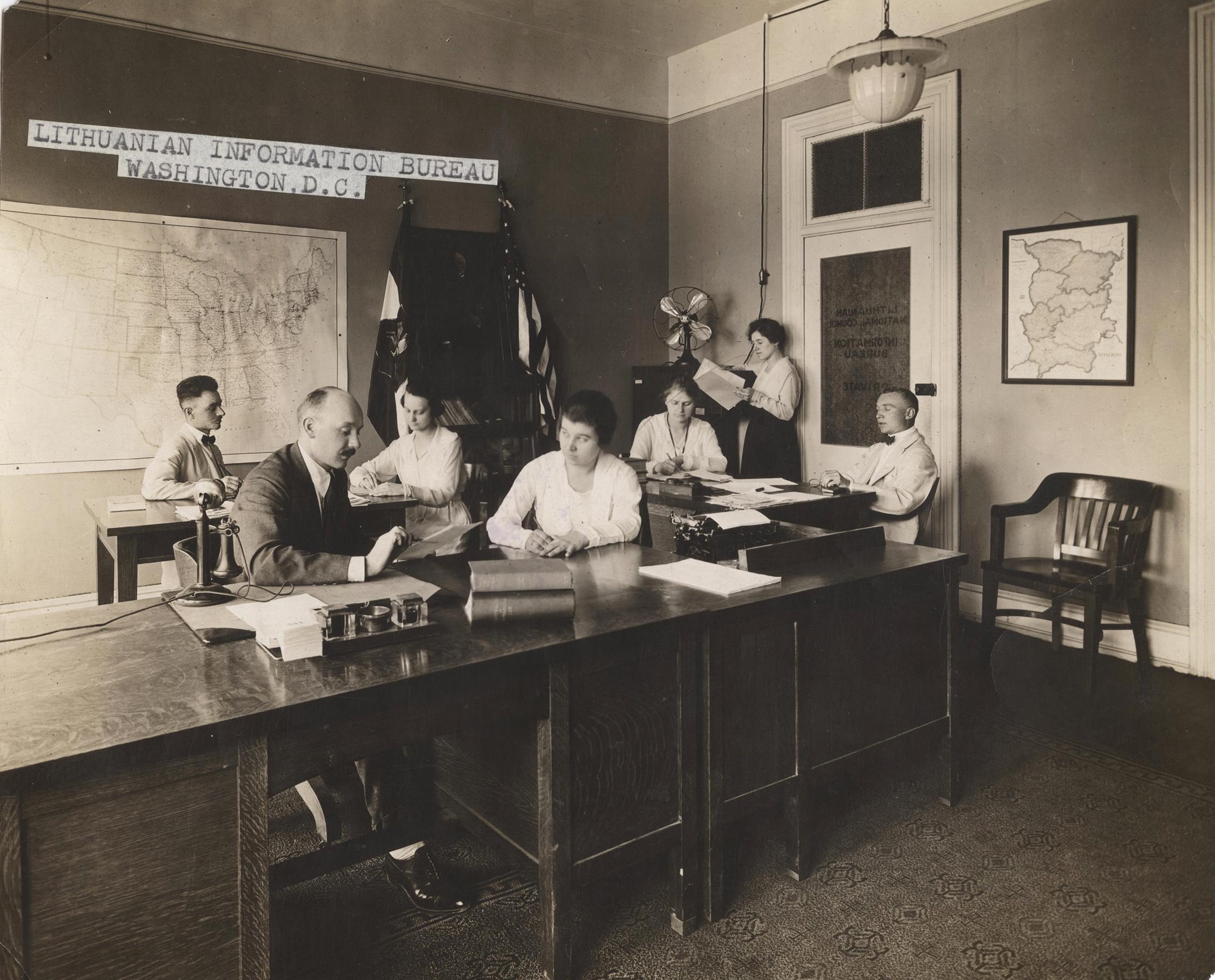 Biuras Washingtone, fotografuota 1918–1919 metais.